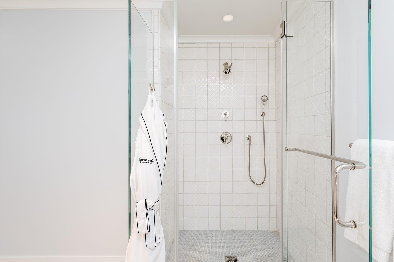 Salt Sea 9 large shower with glass door