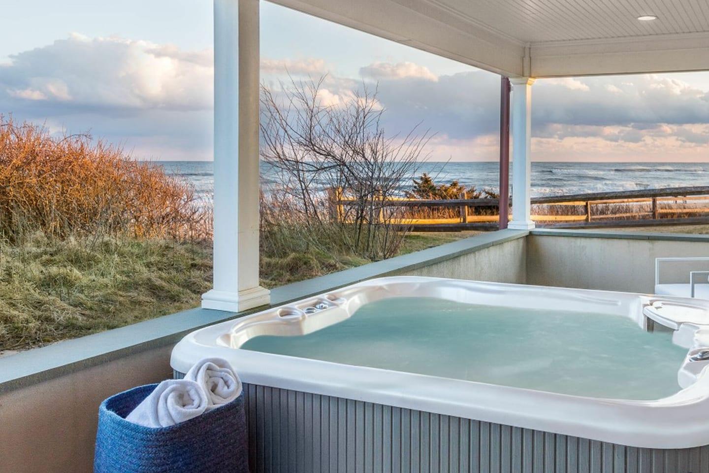 Salt Sea 6 patio with Hot tub and beach views